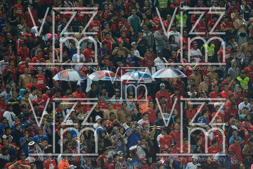 MEDELLÍN -COLOMBIA-09-03-2017: Hinchas del Medellín animan a su equipo durante el encuentro entre Independiente Medellín y Deportivo Pasto por la fecha 9 de la Liga Águila I 2017 jugado en el estadio Atanasio Girardot de la ciudad de Medellín. / Fans of Medellin cheer for their team during match between Independiente Medellin and Deportivo Pasto for date 9 of the Aguila League I 2017  at Atanasio Girardot stadium in Medellin city. Photo: VizzorImage/ León Monsalve / Cont