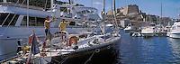 Europe/France/Corse/2A/Corse-du-Sud/Bonifacio: Le port et la citadelle, voilier au port