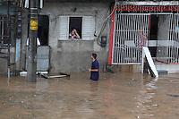 SAO PAULO, SP, 18-02-2013, CHUVA, ALAGAMENTO E QUEDAS DE ARVORES.  Sao Paulo teva na tarde dessa Segunda-feira uma tarde de caus. Uma frte tempestade caiu sobre toda cidade. Na foto a regiao da Av. Luiz Inacio de Anhaia Melo que ficou totalmente alagada.  Luiz Guarnieri/ Brazil Photo Press.