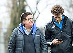 WASSENAAR - Hoofdklasse hockey heren, HGC-Bloemendaal (0-5)  Madeleine Bulse (manager HGC) met scheidsrechter Maurits vd Wall Bake.     COPYRIGHT   KOEN SUYK