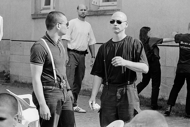 Etwa hundert Neonazis aus der Bundesrepublik versuchten am Samstag den 16. August 1997 im niedersaechsischen Koenigslutter einen sog. &quot;Hess-Gedenkmarsch&quot; anlaesslich des 10. Todestages des Hitlerstellvertreters Rudolf Hess.<br /> Die Polizei nahm die Neonazis fest.<br /> 16.8.1997, Koenigslutter/Niedersachsen<br /> Copyright: Christian-Ditsch.de<br /> [Inhaltsveraendernde Manipulation des Fotos nur nach ausdruecklicher Genehmigung des Fotografen. Vereinbarungen ueber Abtretung von Persoenlichkeitsrechten/Model Release der abgebildeten Person/Personen liegen nicht vor. NO MODEL RELEASE! Nur fuer Redaktionelle Zwecke. Don't publish without copyright Christian-Ditsch.de, Veroeffentlichung nur mit Fotografennennung, sowie gegen Honorar, MwSt. und Beleg. Konto: I N G - D i B a, IBAN DE58500105175400192269, BIC INGDDEFFXXX, Kontakt: post@christian-ditsch.de<br /> Urhebervermerk wird gemaess Paragraph 13 UHG verlangt.]