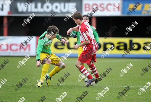 2013-12-15 / Voetbal / seizoen 2013-2014 / Lyra - Sint-Lenaarts / Kenzo Van Hoydonck met Jeroen Verbruggen (r. Lyra)<br /><br />Foto: Mpics.be
