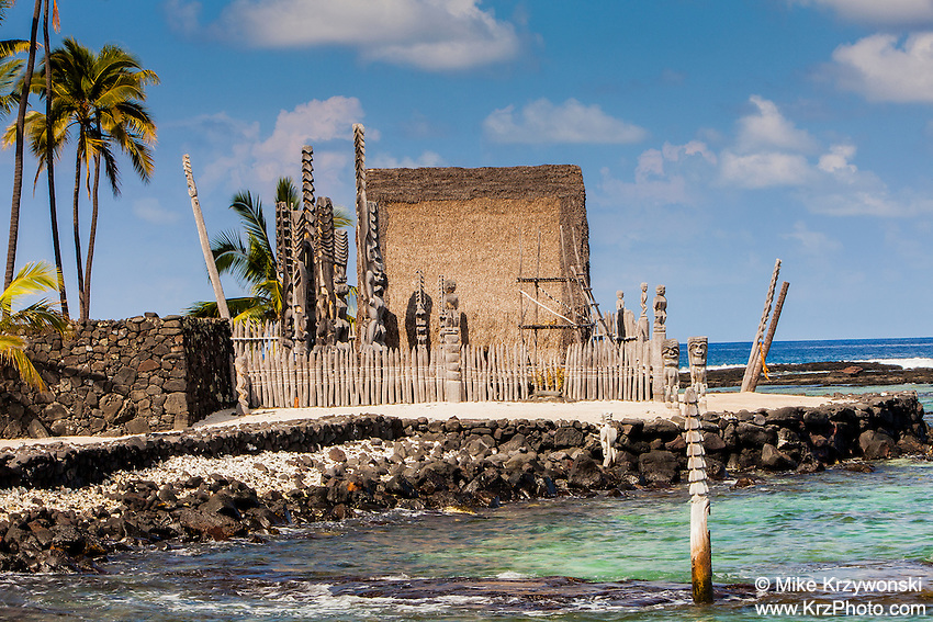 Rebuilt temple w/ tikis in Pu'uhonua o Honaunau place of refuge national historical park, Big Island, Hawaii