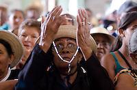 JUAZEIRO DO NORTE, CE, 02.11.2013 – MISSA DE DESPEDIDA DOS ROMEIROS: A missa de despedida dos romeiros que vieram a Juazeiro do Norte para a Romaria de Finados foi realizada na tarde deste sabado (2) no Santuário Nossa Senhora das Dores. A missa de despedida é conhecida como Missa do Chapéu, onde os fiéis se despedem da imagem de Nossa Senhora das Dores, balançando os chapéus de palha. Foto: Levi Bianco - Brazil Photo Press.