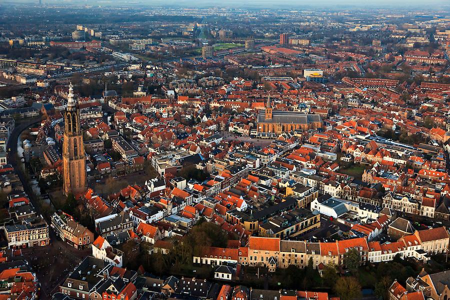 Nederland, Utrecht, Amersfoort10-01-2011;.Amersfoort centrum met links  Onze-Lieve-Vrouwetoren en de Sint-Joriskerk in het midden..luchtfoto (toeslag), aerial photo (additional fee required).foto/photo Siebe Swart