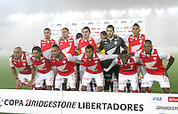 BOGOTA - COLOMBIA- 28 -05-2013: Formación del Independiente Santa Fe de Colombia contra Garcilaso del Perú  durante   partido en el estadio El Campín de la ciudad de Bogotá, mayo 28  de 2013. partido por la  Copa Bridgestone  Libertadres de America. (Foto: VizzorImage / Felipe Caicedo / Staff).Playe  Team Independiente Santa Fe of Colombia against Peru during party Garcilaso at El Campin in Bogota, May 28, 2013. Bridgestone Cup match Libertadres of America...  (Foto: VizzorImage / Felipe Caicedo / Staff).