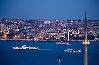 Europe/Turquie/Istanbul :  Mosquée du Palais de Dolmabahçe, Mosquée Besmi- Alem Sultan le bosphore et la rive orientale en fond