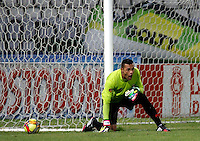 MANIZALES -COLOMBIA, 06-09-2014. Breiner Castillo (Der) arquero de Envigado en acción durante partido con Once Caldas por la fecha 8 de la Liga Postobón II 2014 jugado en el estadio Palogrande de la ciudad de Manizales./ Breiner Castillo (R) goalkeeper of Envigado in action during match against Once Caldas for the 8th date of the Postobon  League II 2014 at Palogrande stadium in Manizales city. Photo: VizzorImage/ Santiago Osorio /STR