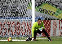 MANIZALES -COLOMBIA, 06-09-2014. Breiner Castillo (Der) arquero de Envigado en acción durante partido con Once Caldas por la fecha 8 de la Liga Postobón II 2014 jugado en el estadio Palogrande de la ciudad de Manizales./ Breiner Castillo (R) goalkeeper of Envigado in action during match against Once Caldas for the 8th date of the Postobon  League II 2014 at Palogrande stadium in Manizales city. Photo: VizzorImage/ Santiago Osorio /STR