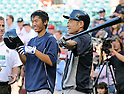 (L-R) Gosuke Kato, Ichiro Suzuki (Yankees),<br /> JUNE 14, 2013 - MLB :<br /> Ichiro Suzuki of the New York Yankees talks with Yankees second round draft pick Gosuke Katoh during batting practice before the Major League Baseball game against the Los Angeles Angels at Anaheim Stadium in Anaheim, California, United States. (Photo by AFLO)