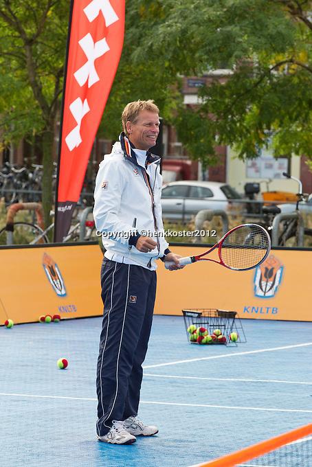 13-09-12, Netherlands, Amsterdam, Tennis, Daviscup Netherlands-Swiss, Streettennis, with Jan Siemerink.