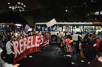 SAO PAULO, SP, 11 de junho 2013- Manifestantes ligados ao Movimento Passe Livre realizam protesto contra o aumento da tarifa de ônibus para R$3,20 na Avenida Paulista, região central de São Paulo, no final da tarde desta terça-feira (11) ADRIANO LIMA / BRAZIL PHOTO PRESS).