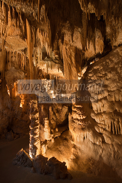Europe/France/Aquitaine/24/Dordogne/Villars: Grotte de Villars - La grande draperie et la colonne brisée