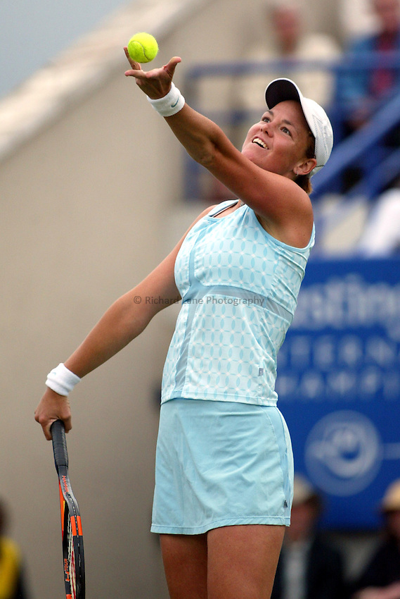 Photograph: Scott Heavey..Hastings Direct Womens Tennis.  Eastbourne. 18/06/2003..Lindsay Davenport