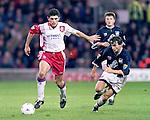 Gordan Petric holds off Danny Lennon