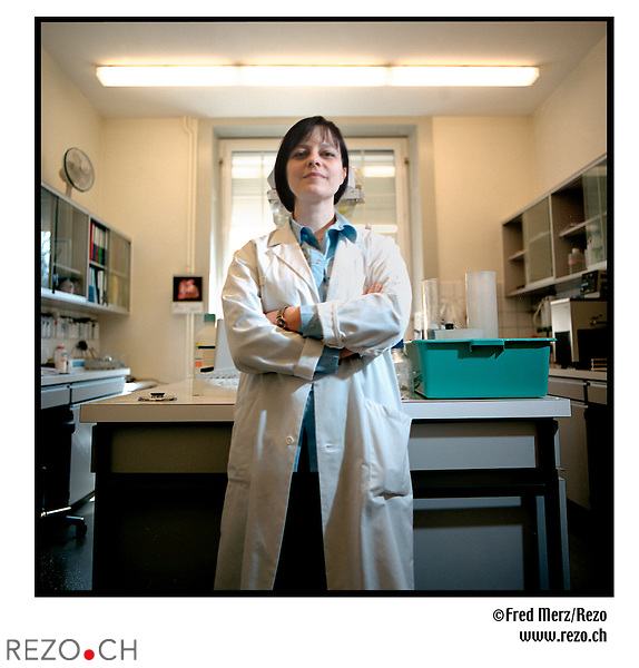FM00601 / Marisa Jaconi...Biologiste, Chef de la clinique scientifique à Belle-Idée...Geneve, Mars 2002..©Fred Merz/Rezo