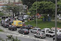 SÃO PAULO, SP, 28 JANEIRO DE 2013  - TRANSITO SP - Motorista enfrenta congestionamento para acesso a Ponte da Casa verde, sentido centro, na manhã dessa segunda-feira, 28, zona central da capital - FOTO: LOLA OLIVEIRA - BRAZIL PHOTO PRESS