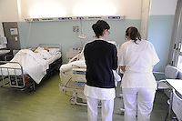 - students of nursing courses at Milan University during the internship in the departments of S.Carlo hospital....- allievi del corso di infermieristica dell'Università di Milano durante il tirocinio presso i reparti dell'ospedale S.Carlo