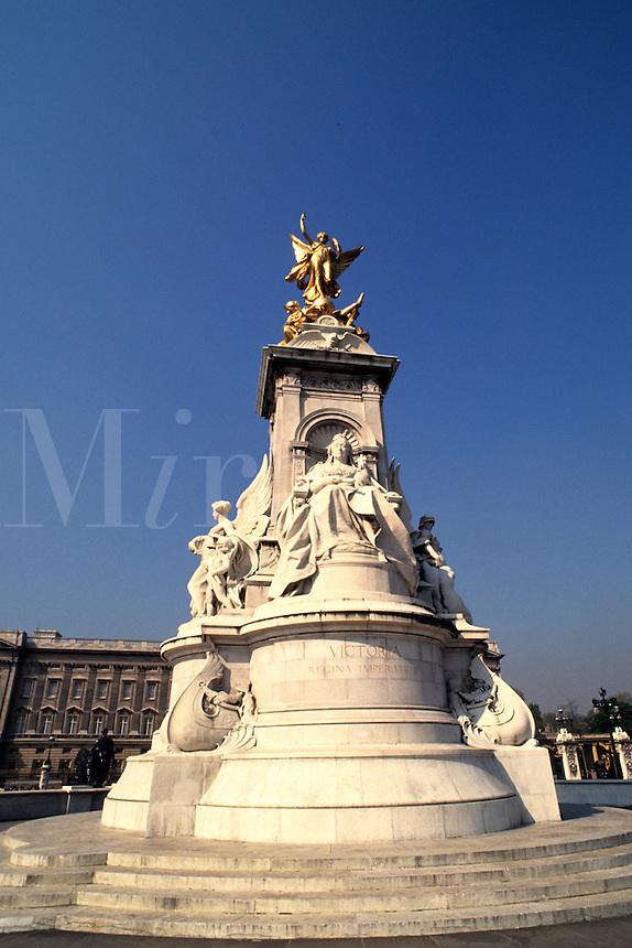 Victoria statue in London England
