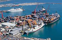 ITALY Campania Salerno, container harbour of Salerno at mediterranean sea / ITALIEN Kampanien, Hafen Salerno im Mittelmeer, Containerschiffe