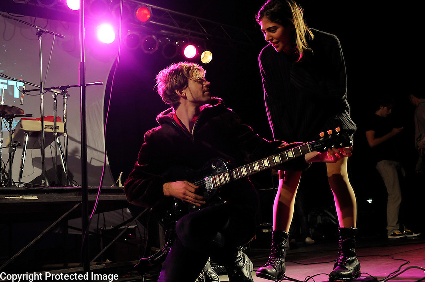 USA. Purchase. 3rd October 2008..Caroline Polachek and Aaron Pfennig of Chairlift..©Andrew Testa
