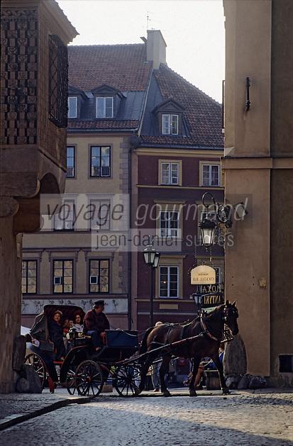Europe/Pologne/Varsovie: Place du vieux-marché (Rynek Starego Miasta) de la vieille ville et fiacre