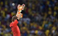 FUSSBALL WM 2014                ACHTELFINALE Kolumbien - Uruguay                  28.06.2014 Schiedsrichter-Assistend zeigt Flagge