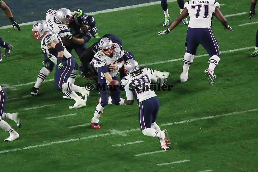 Ballübergabe von QB Tom Brady auf RB LeGarrette Blount (Patriots) - Super Bowl XLIX, Seattle Seahawks vs. New England Patriots, University of Phoenix Stadium, Phoenix