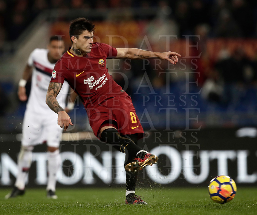 Calcio, Serie A: AS Roma vs Cagliari, Roma, stadio Olimpico, 16 dicembre 2017.<br /> Roma's Diego Perotti kicks a penalty during the Italian Serie A football match between AS Roma and Cagliari at Rome's Olympic stadium, December 16, 2017.<br /> UPDATE IMAGES PRESS/Isabella Bonotto