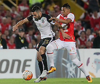 BOGOTÁ-COLOMBIA-06-04-2016: Yeison Gordillo (Der) jugador de Independiente Santa Fe de Colombia disputa el balón con Bruno Henrique (Izq) jugador de Corinthians de Brasil, durante partido de la fecha 5 por la segunda fase, llave G8, de la Copa Bridgestone Libertadores 2016 jugado en el estadio Nemesio Camacho El Campin de la ciudad de Bogotá. / Yeison Gordillo (R) player of Independiente Santa Fe of Colombia fights for the ball with Bruno Henrique (L) player of Corinthians of Brazil during the match of the date 5 for the second phase, G8 key, of the Copa Bridgestone Libertadores 2016 played at Nemesio Camacho El Campin stadium in Bogota city.  Photo: VizzorImage / Ivan Valencia / Cont