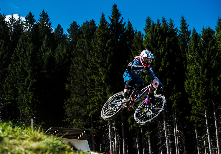 Picture by Alex Broadway/SWpix.com - 09/09/2016 - Cycling - 2016 UCI Downhill World Championships - Commezzadura, Italy -  Tahnee Seagrave of Great Britain in action during a practice session.