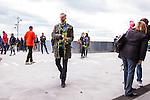 Stockholm 2014-04-06 Fotboll Allsvenskan Djurg&aring;rdens IF - Halmstads BK :  <br /> Djurg&aring;rden supporter utanf&ouml;r Tele2 Arena innan matchen med en ros i handen<br /> (Foto: Kenta J&ouml;nsson) Nyckelord:  Djurg&aring;rden DIF Tele2 Arena Halmstad HBK rosor hyllning Stefan Myggan Isaksson
