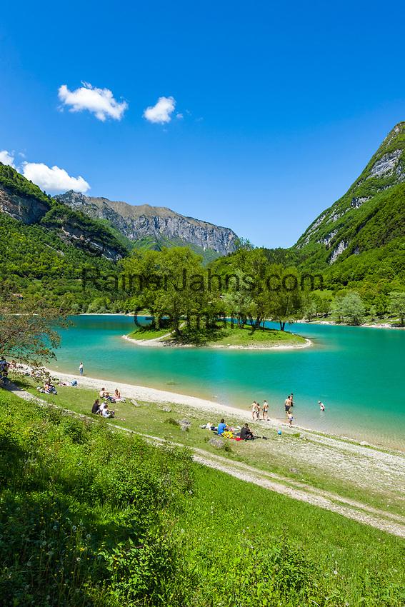 Italy, Trentino, near Tenno: Lake Tenno (Lago di Tenno) a popular swimming lake north of Lake Garda | Italien, Trentino, bei Tenno: der Tennosee, ein beliebter Berg- und Badesee noerdlich des Gardasees