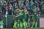 15.04.2018, Weser Stadion, Bremen, GER, 1.FBL, Werder Bremen vs RB Leibzig, im Bild<br /> <br /> Torjubel / Jubel <br /> Eckfahne - 1 zu 0 durch Niklas Moisander (Werder Bremen #18)<br /> <br /> Maximilian Eggestein (Werder Bremen #35)<br /> Philipp Bargfrede (Werder Bremen #44)<br /> Marco Friedl (Werder #32)<br /> Max Kruse (Werder Bremen #10)<br /> Thomas Delaney (Werder Bremen #6)<br /> Milot Rashica (Werder Bremen #11)<br /> <br /> Foto &copy; nordphoto / Kokenge