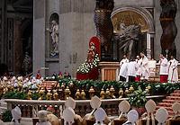Papa Francesco celebra la Messa del Crisma in occasione del Giovedi' Santo, nella Basilica di San Pietro, Citta' del Vaticano, 24 marzo 2016.<br /> Pope Francis celebrates the Holy Thursday Chrism mass in St. Peter's Basilica at the Vatican, 24 March 2016.<br /> UPDATE IMAGES PRESS/Isabella Bonotto<br /> <br /> STRICTLY ONLY FOR EDITORIAL USE