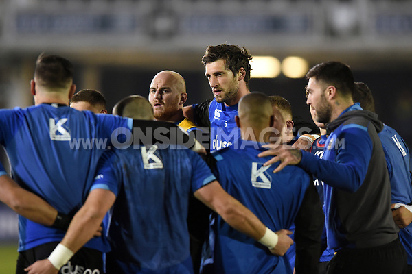 Bath Rugby players huddle together during the pre-match warm-up. European Rugby Champions Cup match, between Bath Rugby and the Scarlets on January 12, 2018 at the Recreation Ground in Bath, England. Photo by: Patrick Khachfe / Onside Images