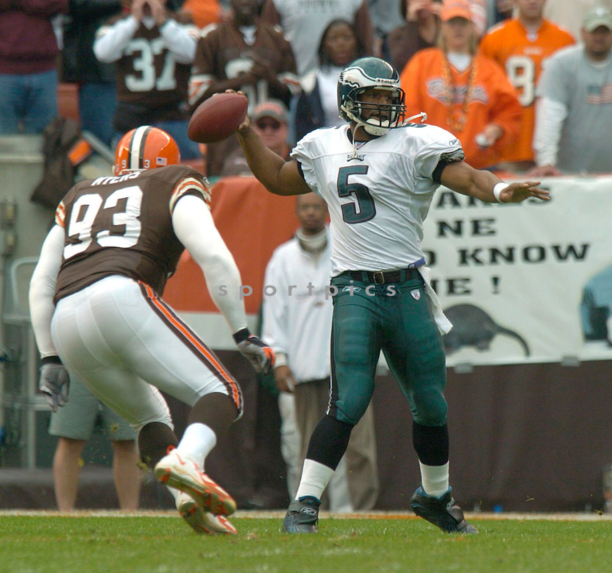 Donovan McNabb during the Philadelphia Eagles v. Cleveland Browns game on October 24, 2004...Eagles win 34-31..David Durochik / SportPics
