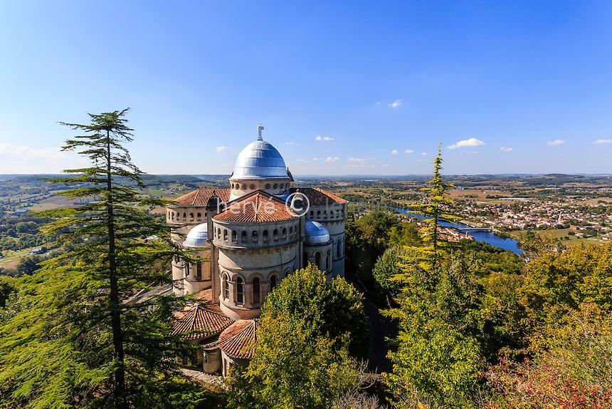France, Lot-et-Garonne (47), Penne-d'Agenais, Basilique Notre-Dame de Peyragude et le Lot // France, Lot et Garonne, Penne d'Agenais, Basilica of Our Lady of Peyragude and Lot