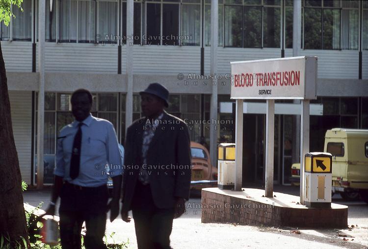 Africa, Zimbabwe, Harare, Centro trasfusioni di sangue.<br /> Zimbabwe, Harare, blood transfusion center.