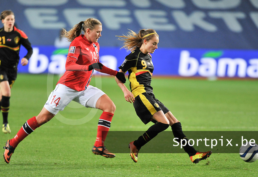20130925 - OSLO , NORWAY : Belgian Tessa Wullaert  pictured in front of Norwegian Ingvild Isaksen (14) during the female soccer match between Norway and Belgium , on the second matchday in group 5 of the UEFA qualifying round to the FIFA Women World Cup in Canada 2015 at the Ullevaal Stadion , Oslo . Wednesday 25th September 2013. PHOTO DAVID CATRY