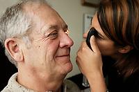 optometriste (model release)<br /> (c) 2005 Pierre Roussel