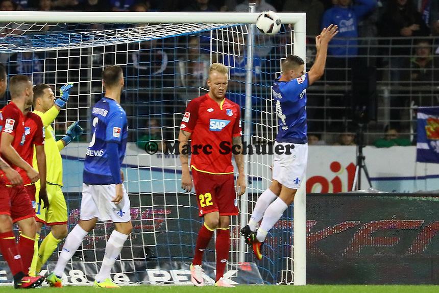 Kopfball Roman Bezjak (SV Darmstadt 98) - SV Darmstadt 98 vs. TSG 1899 Hoffenheim, Johnny Heimes Stadion am Boellenfalltor