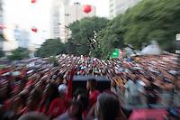 SÃO PAULO, SP, 01 DE MAIO DE 2013 - COMEMORAÇÕES DIA DO TRABALHADOR - CUT - A Central Única dos Trabalhadores - CUT, reuniu uma grande multidão de pessoas no Vale do Anahngabaú, zona central da cidade, nesta quarta-feira (1), para as comemorações do Dia do Trabalhador. O evento contou com shows de cantores da MPB e políticos ligado ao PT.  (FOTO RICARDO LOU/BRAZIL PHOTO PRESS))