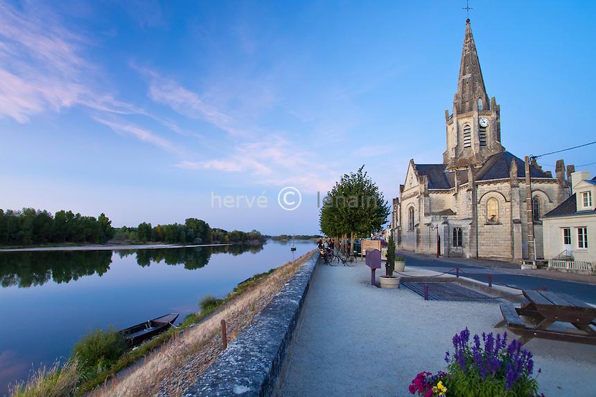 France, Indre-et-Loire (37), Val de Loire classé Patrimoine mondial de l'UNESCO, Bréhémont, l'église et la Loire au crépuscule // France, Indre et Loire, Val de Loire listed as World Heritage by UNESCO, Brehemont, the church and the Loire in the twilight