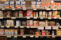 Roma, .Supermercato Coop Laurentino.Alimenti per neonati.Rome.Laurentino Coop supermarket..baby food