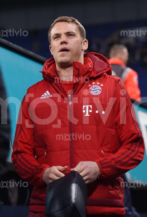 Fussball  1. Bundesliga  Saison 2015/2016  13. Spieltag in Gelsenkirchen FC Schalke 04 - FC Bayern Muenchen     21.11.2015 Torwart Manuel Neuer (FC Bayern Muenchen) kommt in die Schalker Arena