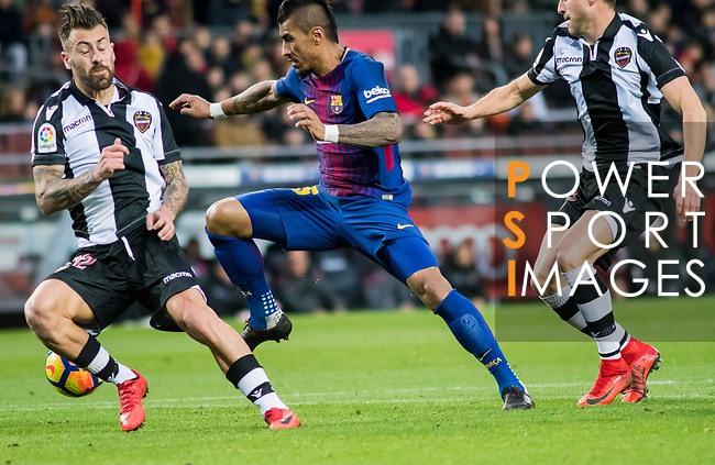 Jose Paulo Bezerra Maciel Junior, Paulinho (C), of FC Barcelona competes for the ball with Antonio Manuel Luna Rodriguez (L) and Sergio Postigo Redondo of Levante UD during the La Liga 2017-18 match between FC Barcelona and Levante UD at Camp Nou on 07 January 2018 in Barcelona, Spain. Photo by Vicens Gimenez / Power Sport Images