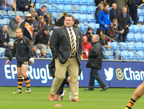 09.04.2016. Ricoh Arena, Coventry, England. European Champions Cup. Wasps versus Exeter Chiefs.  Wasps Director of Rugby, Dai Young, takes the team warm-up ahead of the match