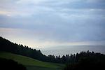 Europa, DEU, Deutschland, Hessen, Rhoen, Kuppenrhoen, Naturpark Hessische Rhoen, Biosphaerenreservat Rhoen, Unwetter, Wolkenstimmung, Maulkuppe, Aussicht, Kategorien und Themen, Natur, Umwelt, Landschaft, Landschaftsfotos, Landschaftsfotografie, Landschaftsfoto, Wetter, Himmel, Wolken, Wolkenkunde, Wetterbeobachtung, Wetterelemente, Wetterlage, Wetterkunde, Witterung, Witterungsbedingungen, Wettererscheinungen, Meteorologie, Bauernregeln, Wettervorhersage, Wolkenfotografie, Wetterphaenomene, Wolkenklassifikation, Wolkenbilder, Wolkenfoto<br /> <br /> [Fuer die Nutzung gelten die jeweils gueltigen Allgemeinen Liefer-und Geschaeftsbedingungen. Nutzung nur gegen Verwendungsmeldung und Nachweis. Download der AGB unter http://www.image-box.com oder werden auf Anfrage zugesendet. Freigabe ist vorher erforderlich. Jede Nutzung des Fotos ist honorarpflichtig gemaess derzeit gueltiger MFM Liste - Kontakt, Uwe Schmid-Fotografie, Duisburg, Tel. (+49).2065.677997, ..archiv@image-box.com, www.image-box.com]