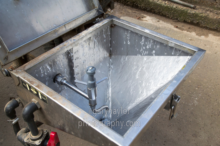 Sprayer induction bowl running water ready for mixing chemical